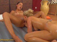 Massage auxbien avec Victoria Sweet et Carla Cox