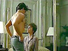 Жаклин Биссет голым сексом с каким-то парнем на