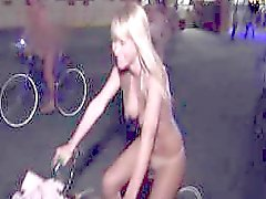 Sarah Jean Underwood - Nudo di Bike Ride