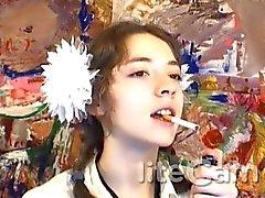 Adolescente que do russo fumo da fetiche oscila o
