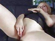 Horny ballot de poussin jouent son chat