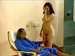 Marido assistindo sua esposa fodendo com dois caras