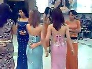 Söpö neitsyt arabialainen tanssi bar tytöt : täytyy katsoa