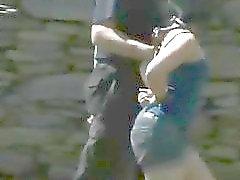Wilde bounding van babes hete kruiken