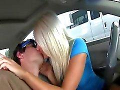 Kåta babes rök dick i bilen
