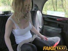 FakeTaxi Hot loira turista canadense montando motoristas britânicos pau