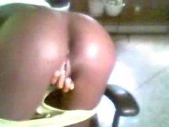 Ebony skank masturbando na webcam em Cassie ao vivo em 720camscom