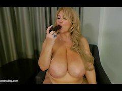 Belle Femmes Rondes Légende de de Samantha 38G une pipe à brun Godes