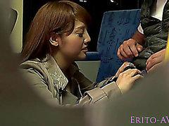 tugjob publique Astonishing sur un bus d'un étudiant d'âge légal japonais