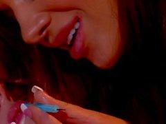 Teen Jayme Langford veut pussy doigté par amant lesbienne Nika Noir