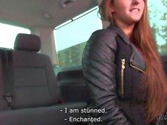 Takevan - Party Babe springen im Auto mit Fremden und ficken