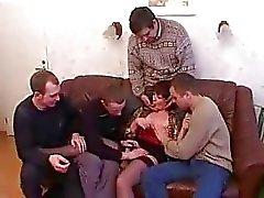 Matriz e filho que bêbados e malditos com os amigos depois da festa