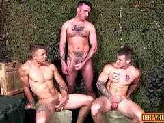 Мышечная гей-тройка с кончиной