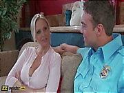 På julia för Ann skickas intervjuade av Rocco Reeds , får sedan knullade av honom