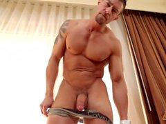 CodyCummings And His Amazing Muscles Masturbating
