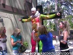 Les filles nue balle de peinture Armes pour radio Programme Shock Jock comme Howard Stern