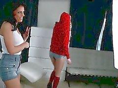 Ein leidenschaftlicher Teenager lesbischen Duo hübsche Chloe und Adriana