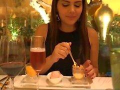 Valentina Nappi Gets Wined et dînant