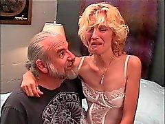 Slinky blondi MILF saakovaa selkäsauna alkaen vanha poika
