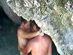Junge Paare Geschlechtsverkehr on the beach