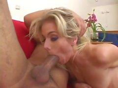 La pénétration anale dur blond