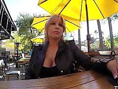 Gangbang Spritzen heisse Blondine bekommt 5 Junge Creampie