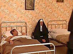 2 heta Nuns