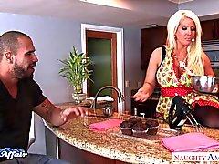 Фотографий грудастая блондин Alura Дженсона поиметь своей соседке