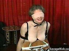 Verworrenes MILF ist in seltsamen Sex-Sklavin Bondage part3