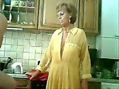 Se mama en papa plezier in de keuken .