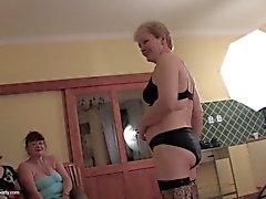 Mammor och grannies knullas av unga lyckliga pojke