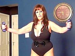 Samantha Pattes séance d'entraînement en collants et la talon