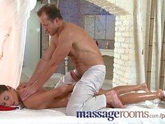 Massage Rooms de deux jeunes filles obtiennent une gros sexe profondeur dans leurs trous serrés