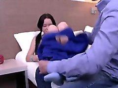 Kamrater bistår med mödomshinnan fysiskt och skruvning av jungfru ch
