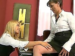 Teen Sekretär befindet Sex mit ihrem reifen Chef