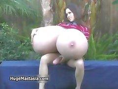 Brunette chick met grote tieten houdt part5