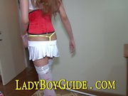 Sleeeping Thailändsk ladyboy- masturberar för Big City