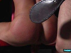 Falli enormi Giovani spanking e sborrata