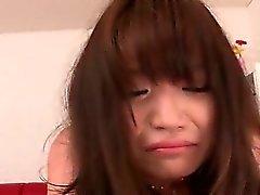 Boneca japonesa adolescente e seu primeiro ass foda hardcore em close- up