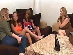 Dört oynak kadın bazı fantastik lezbiyen eti oturumları