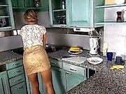 Själv preasuring med leksaker på köks