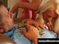 Rivo blondi teini teini saavat munaa vanha keikari