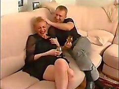 amadurecido a tia hot da Rússia com menino