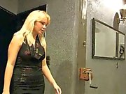 Montata e caned dal sadici amante blonde