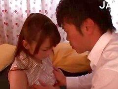 Hot Aasian tyttö saa Kissed