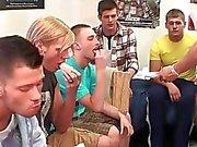 Dell'homo hazing al pubblico per quei ragazzi poveri Str8