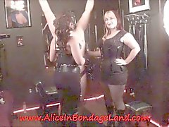 Con i capezzoli Pizzicare Servitù FemDom Terzetto BDSM