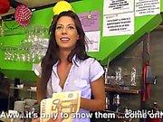 Waitress dans un bar baise population de l'argent