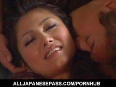 Aki Anzai saa vibraattorit kielessä ja pimppi