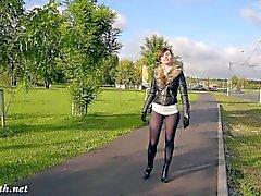 Jeny Fabbro moda il pantyhose lampeggia pubblici